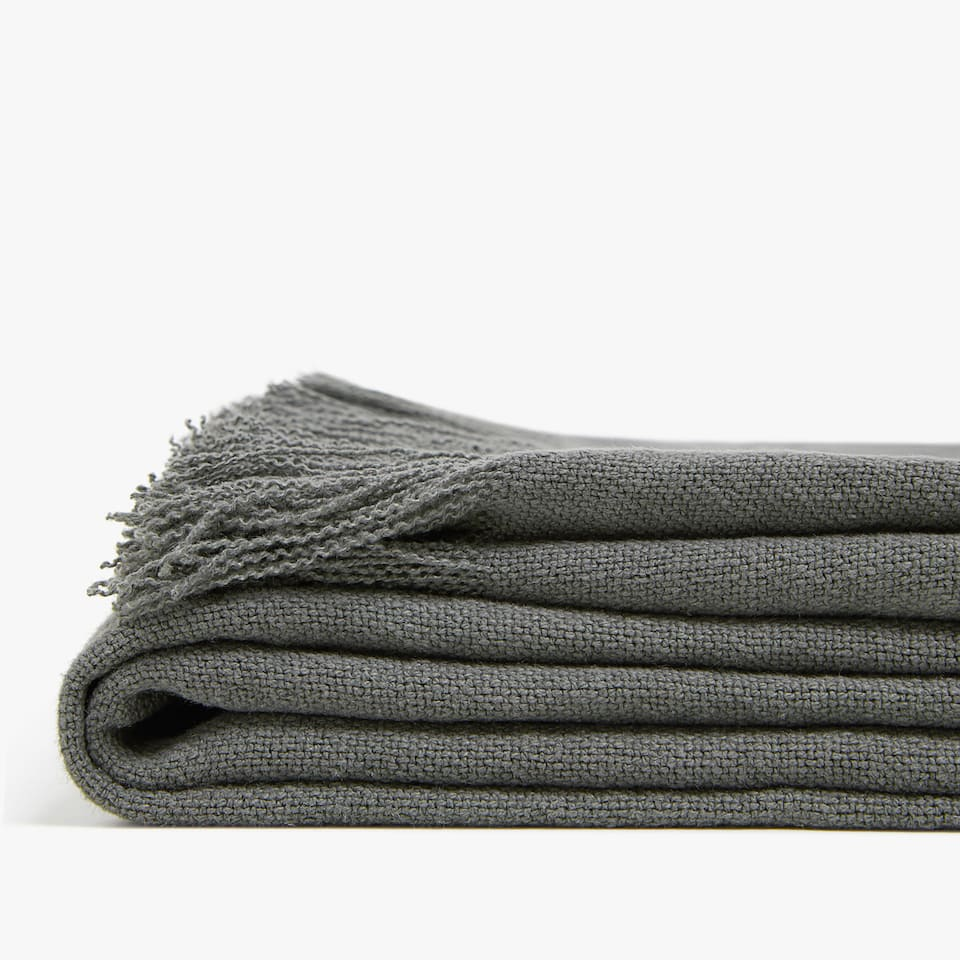 PLAIN-COLOURED LINEN BLANKET