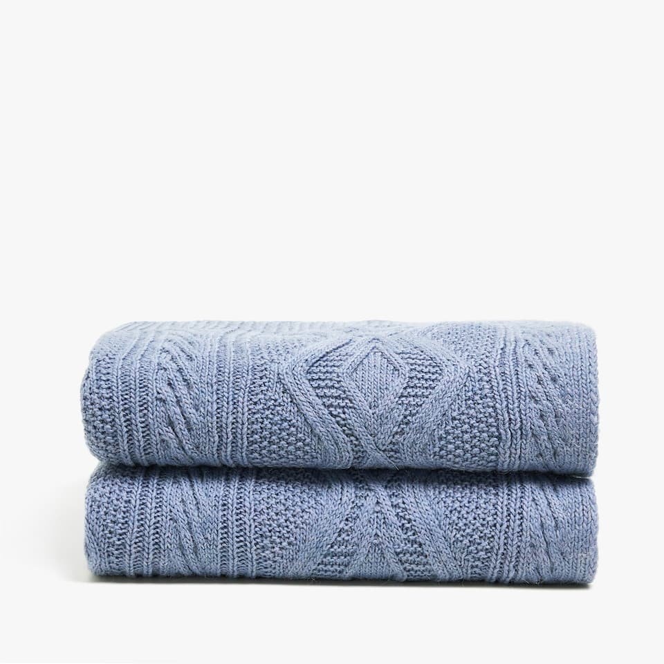 BLUE CABLE-KNIT BLANKET