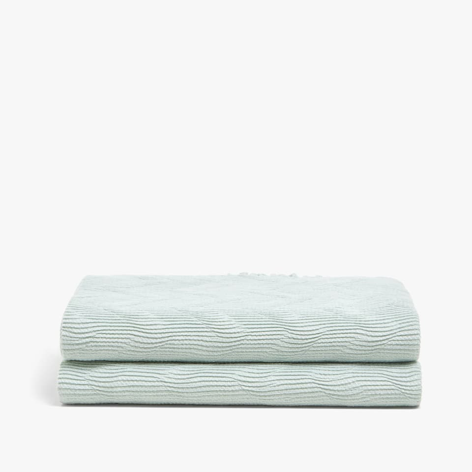PASTEL-COLOURED PLEATED BLANKET