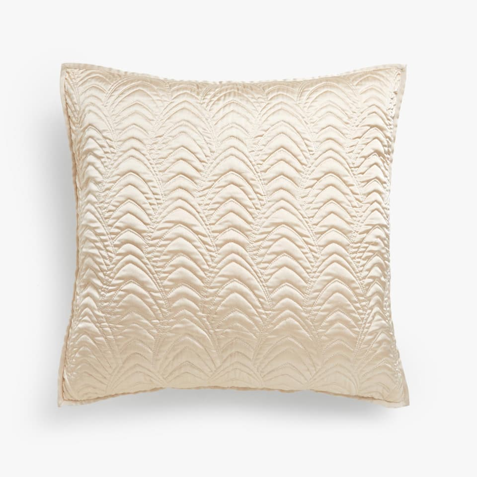 CUSHION COVER WITH WAVY DESIGN