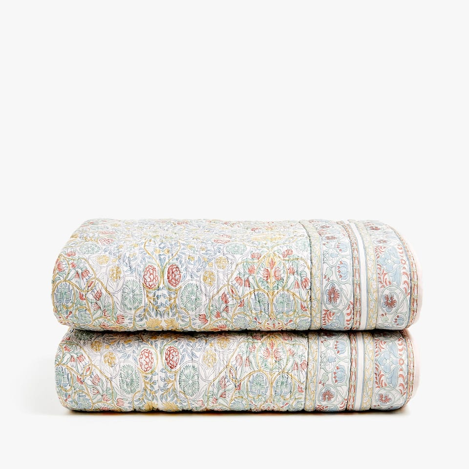 REVERSIBLE QUILT WITH FLORAL PRINT