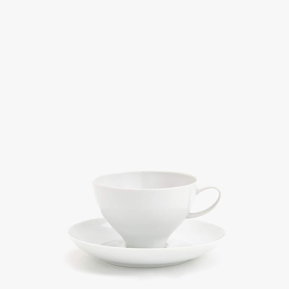 PLAIN PORCELAIN TEACUP AND SAUCER