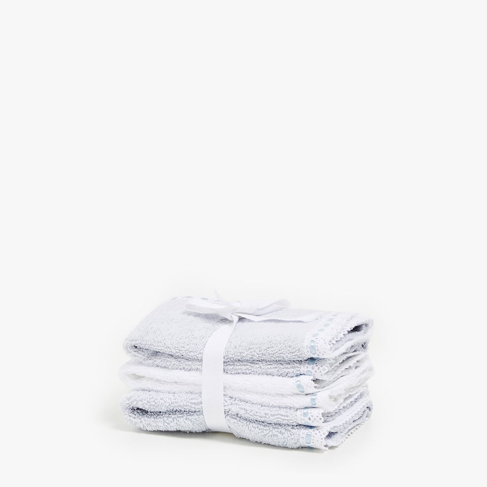 LACE-TRIMMED APPLIQUÉD TOWELS (SET OF 3)