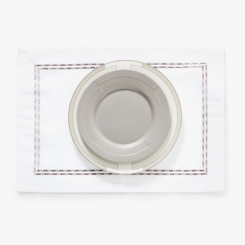 COTTON AND LINEN PLACEMAT WITH EMBROIDERED BORDER
