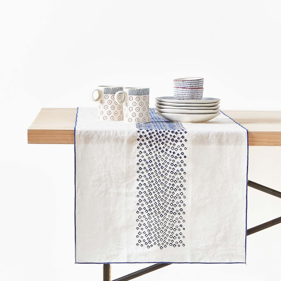 GEOMETRIC EMBROIDERED LINEN TABLE RUNNER