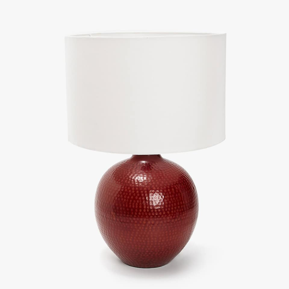 LAMP WITH RED HAMMERED BASE