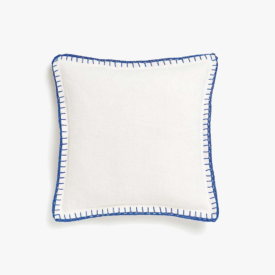 Coarse linen cushion cover with crochet
