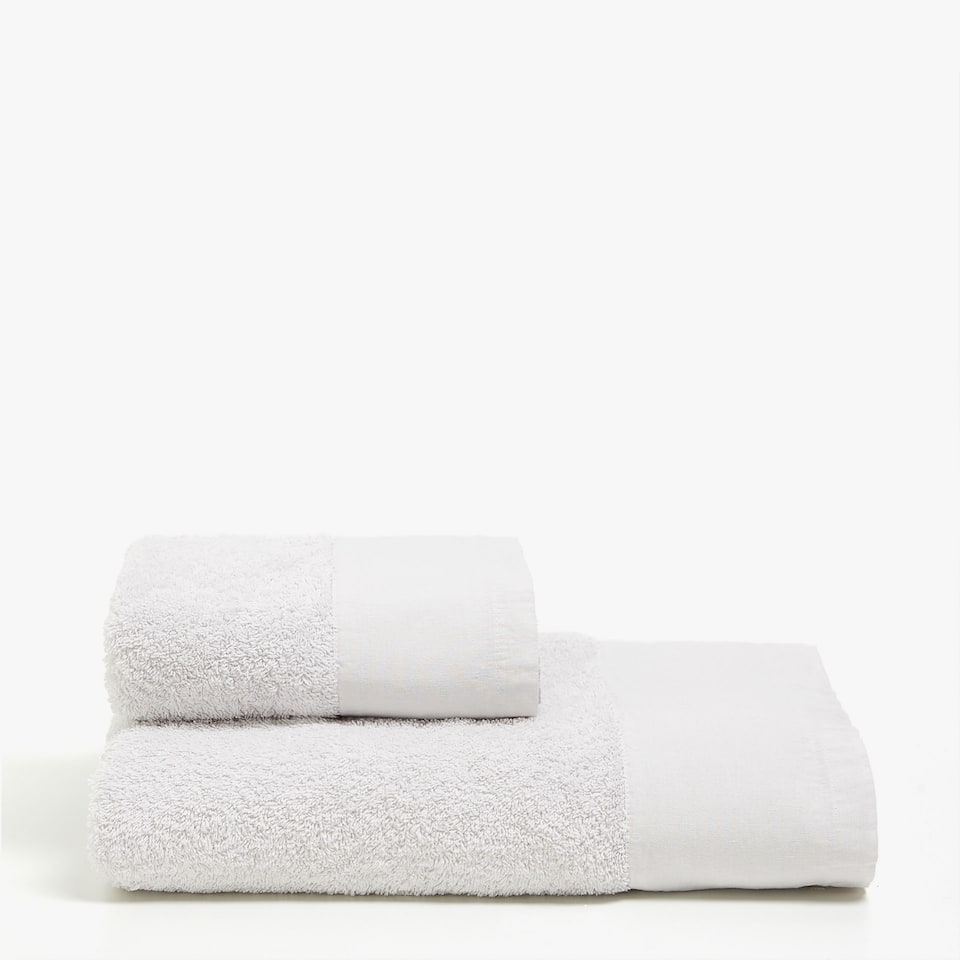 Zara TOWEL WITH A FADED EFFECT