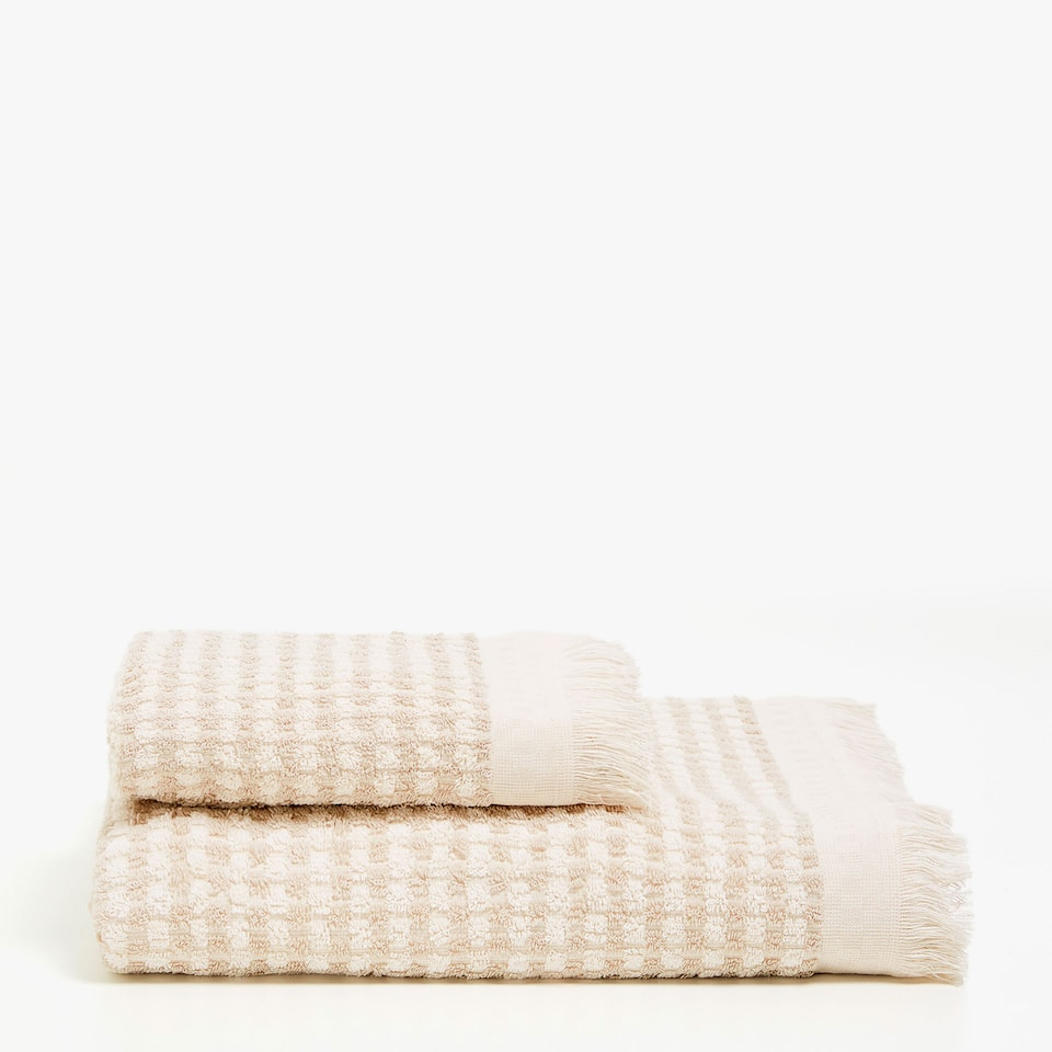 c21c776212 Zara COTTON JACQUARD TOWEL WITH MINI CHECKS AND FRINGE