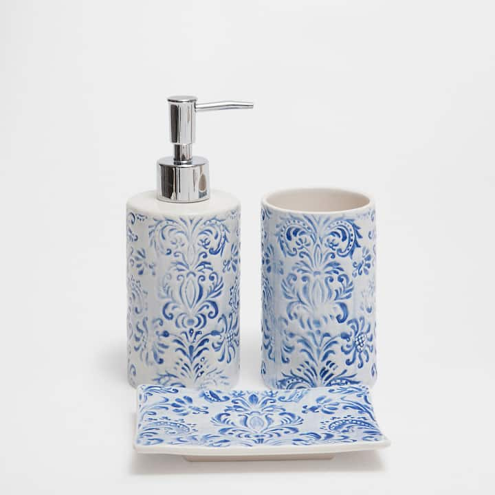 Image Of The Product Blue Fleur De Lis Ceramic Bathroom Set