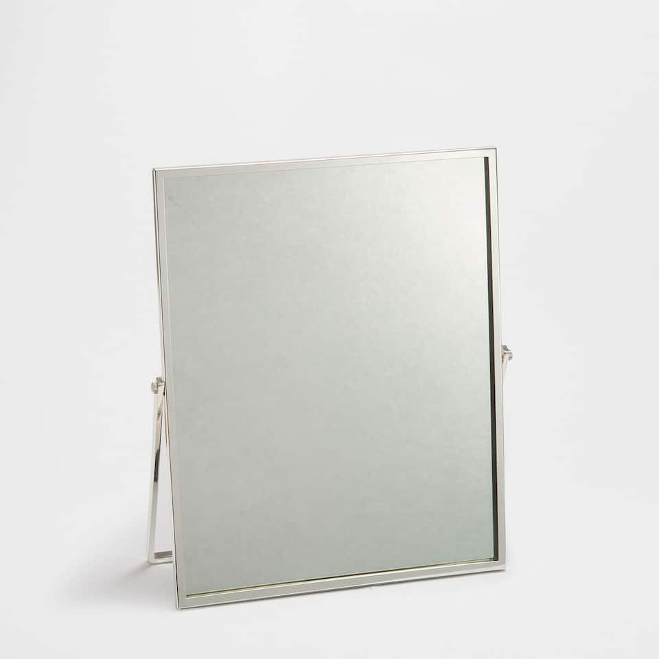 spiegel mit metallrahmen badeaccessoires bad zara. Black Bedroom Furniture Sets. Home Design Ideas
