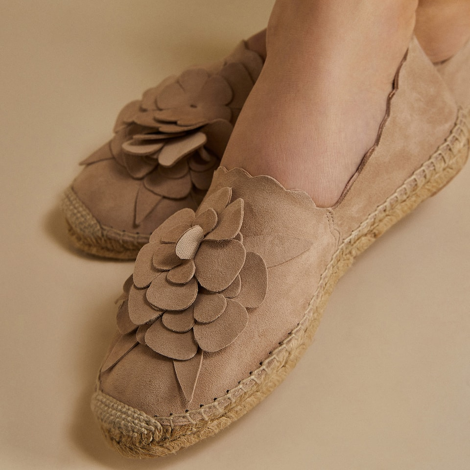 LEATHER ESPADRILLES WITH FLOWER DETAIL