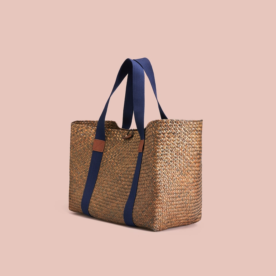 NATURAL RAFFIA BASKET