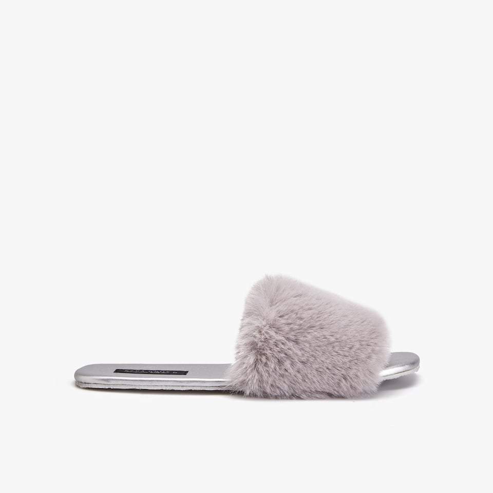 METALLIC SLIPPERS WITH FAUX FUR TOP