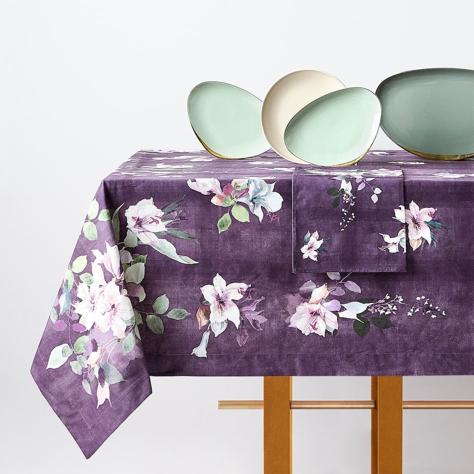 DIGITAL FLORAL PRINT TABLECLOTH