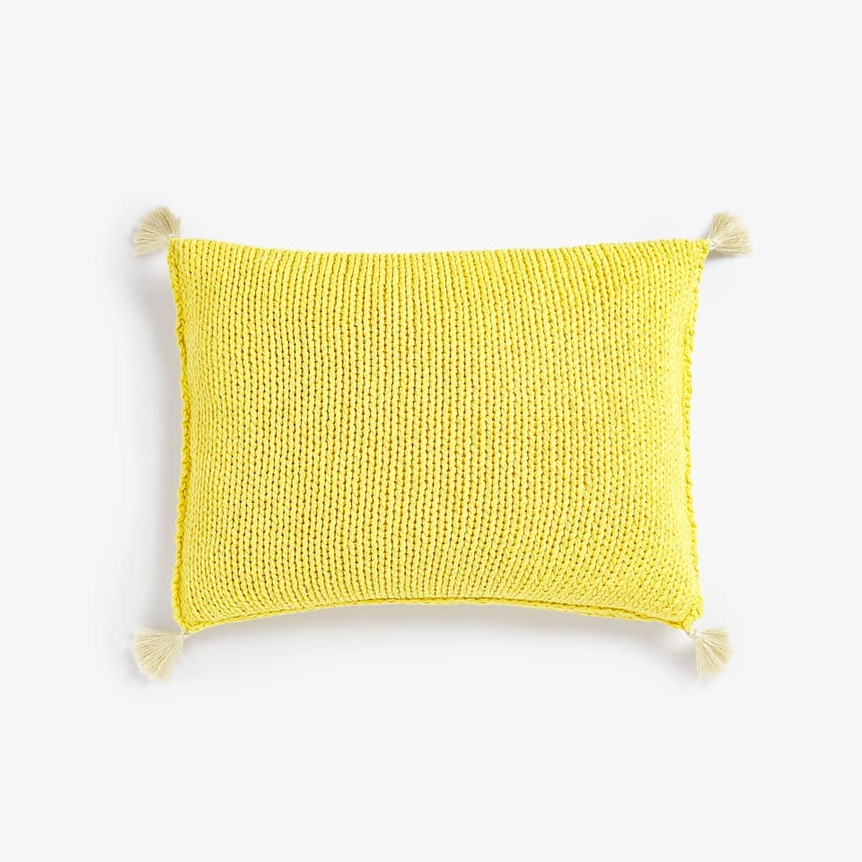 CROCHET CUSHION COVER WITH POMPOMS