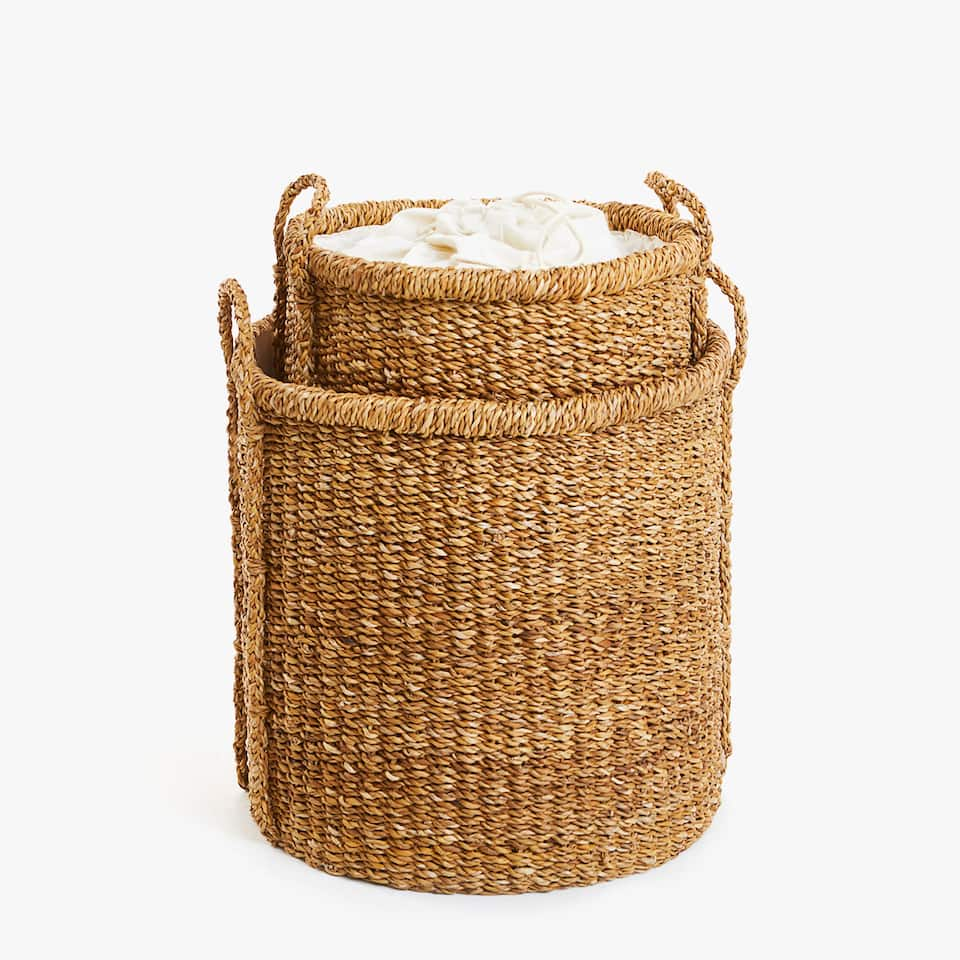 LAUNDRY BASKET WITH CLASP