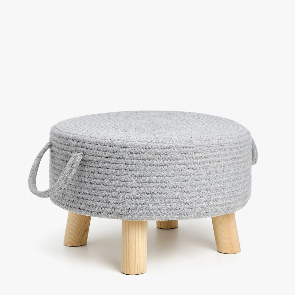 ROUND POUFFE WITH LEGS