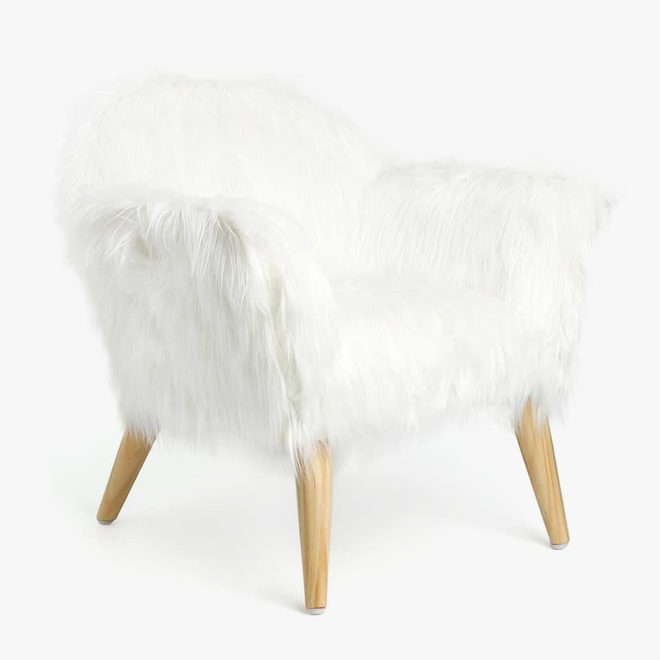ARMCHAIR WITH FAUX FUR