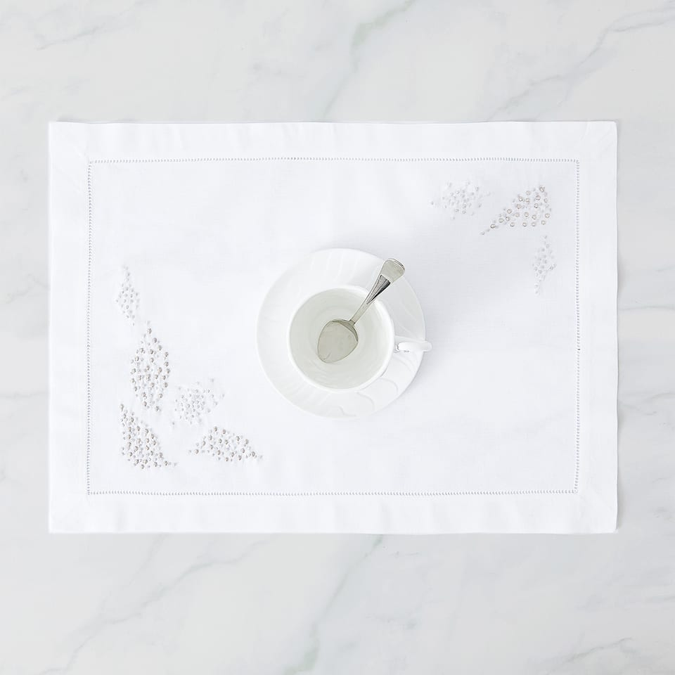 PLACEMAT WITH EMBROIDERED LEAVES