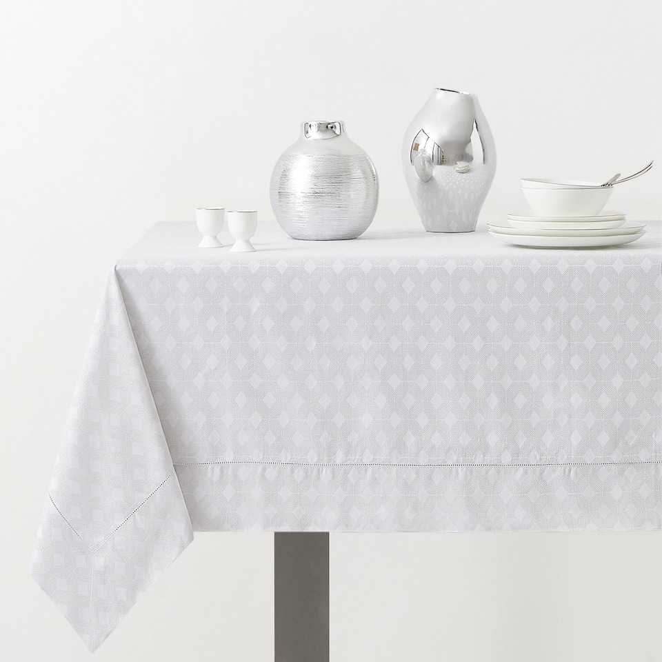 GEOMETRIC JACQUARD TABLECLOTH