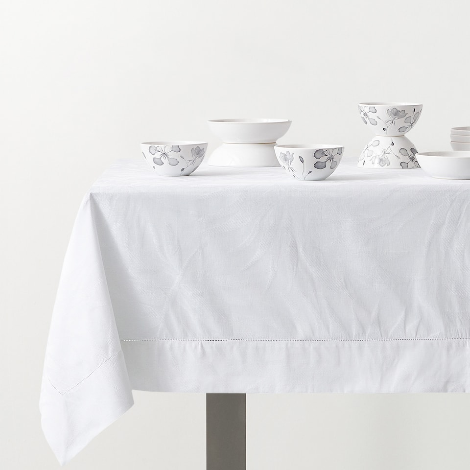 JACQUARD LEAF TABLECLOTH