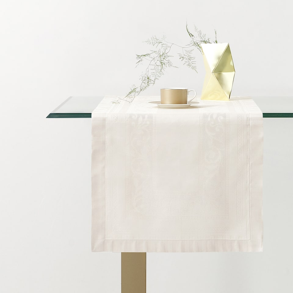 SATIN JACQUARD TABLE RUNNER
