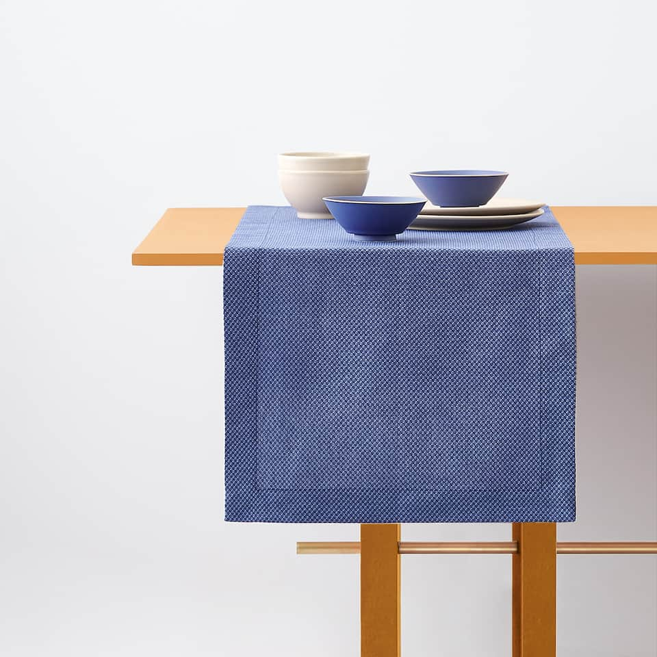 TEXTURED TABLE RUNNER