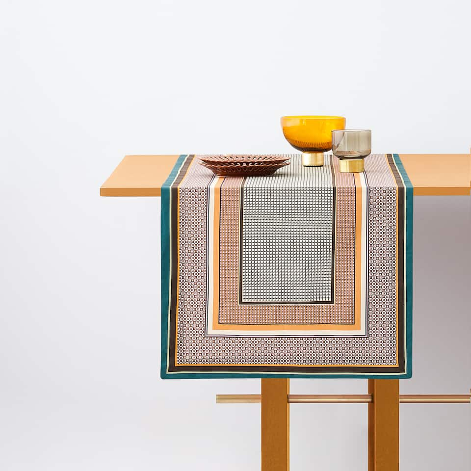 MULTI-CHECK TABLE RUNNER