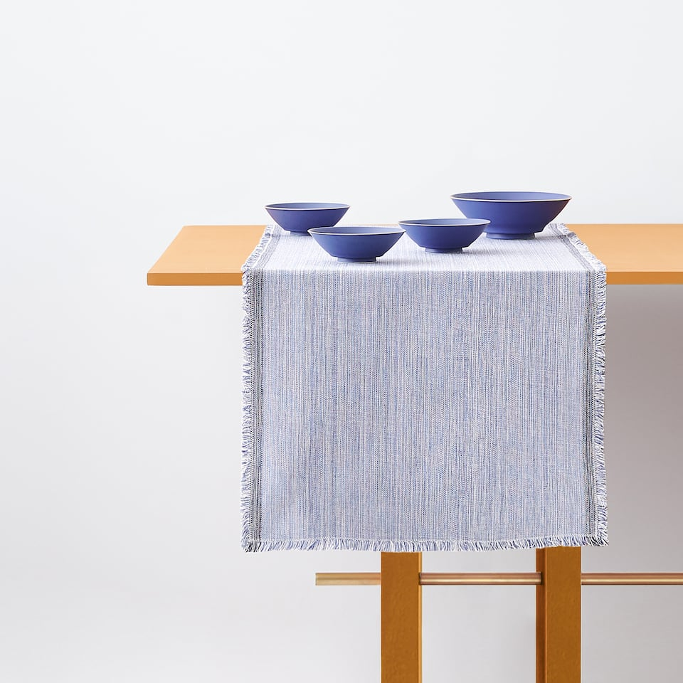 TABLE RUNNER WITH CONTRASTING EDGES