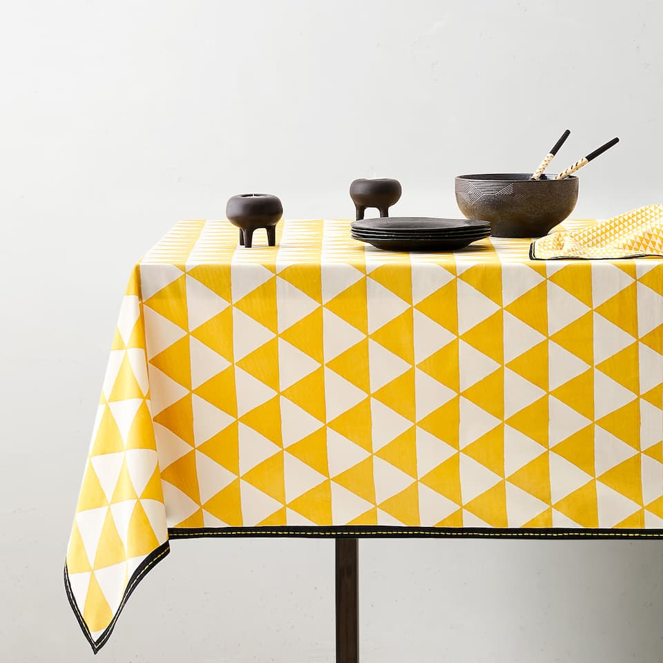 GEOMETRIC PRINT TABLECLOTH