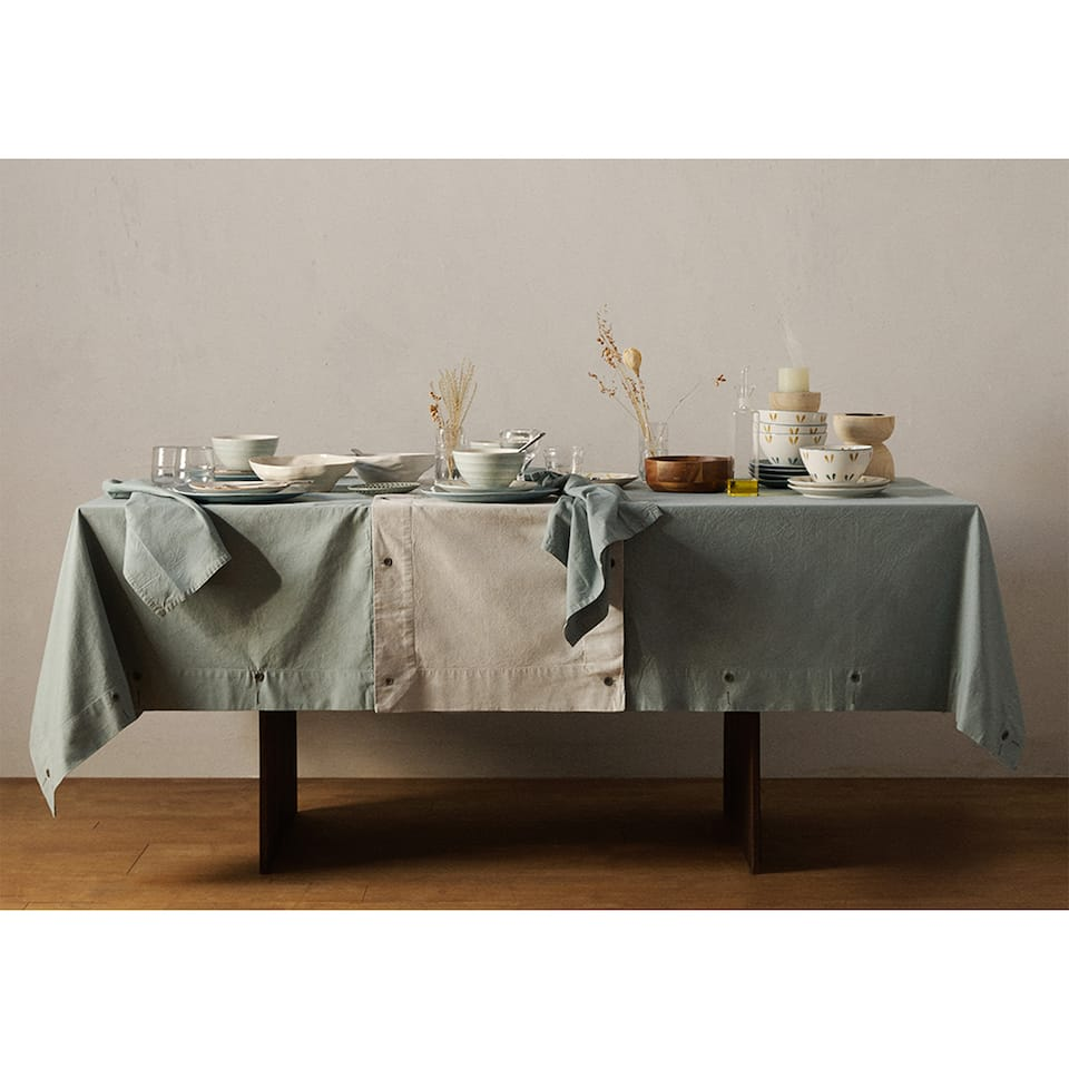 ADJUSTABLE TABLECLOTH