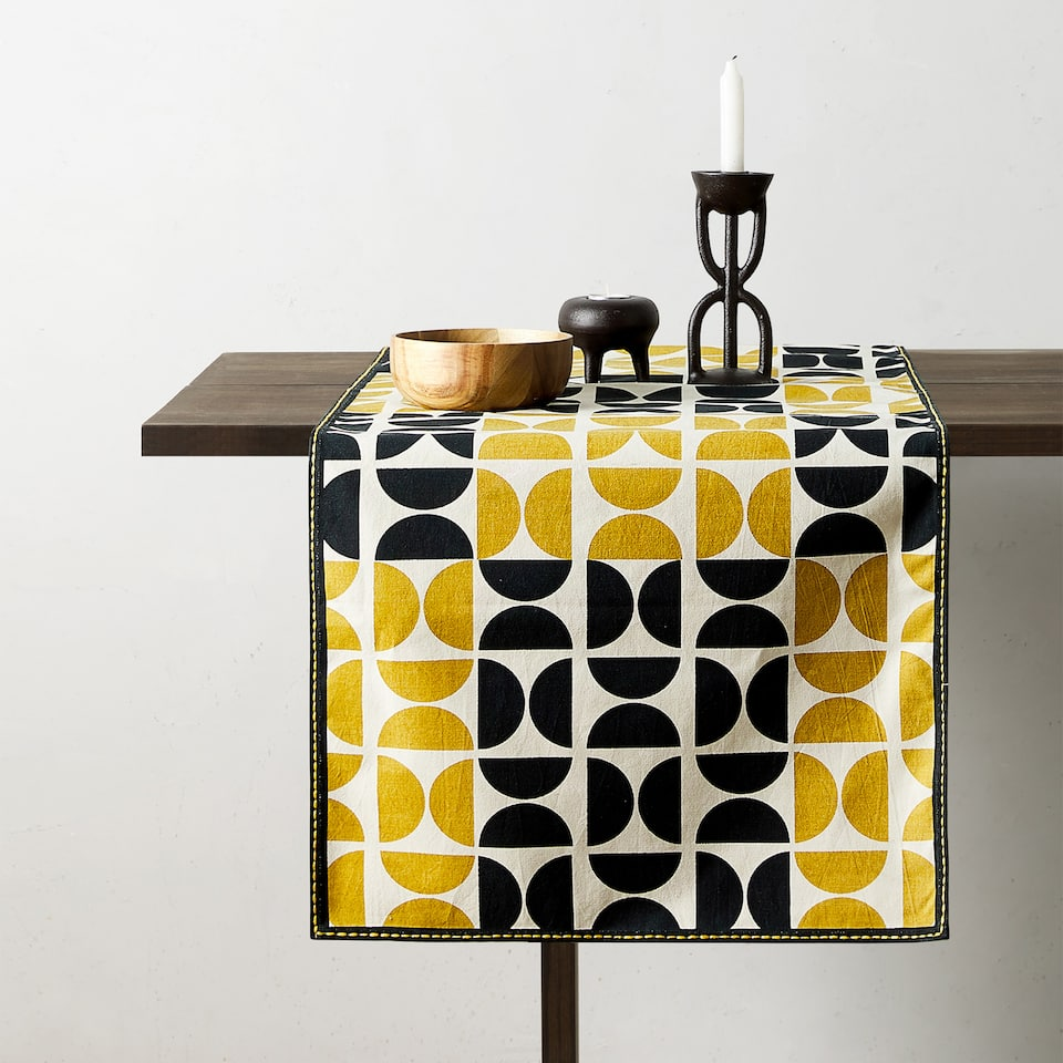 PRINTED TABLE RUNNER