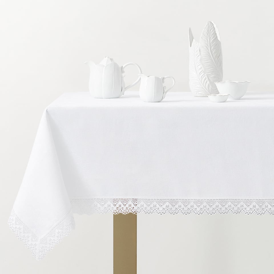 TABLECLOTH WITH LACE TRIM