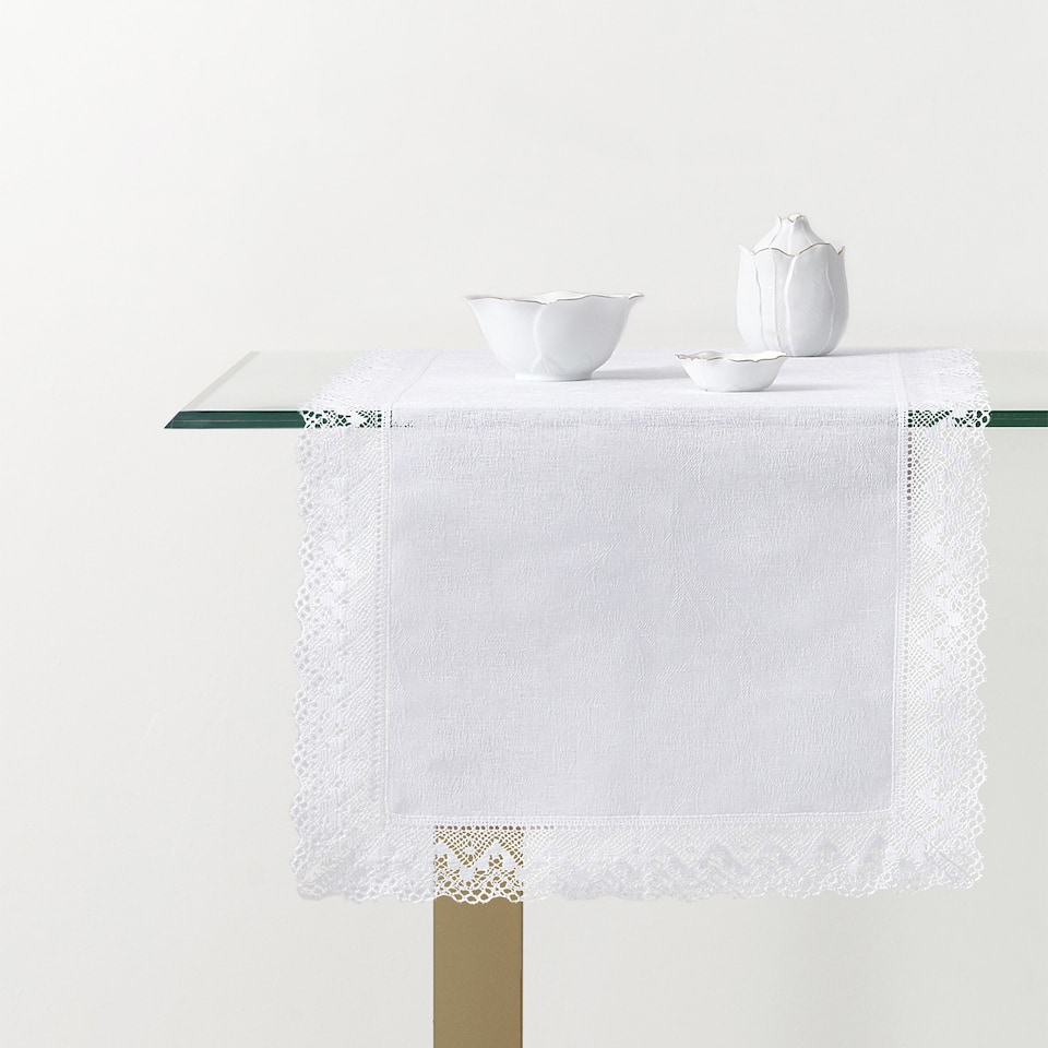 TABLE RUNNER WITH LACE TRIM