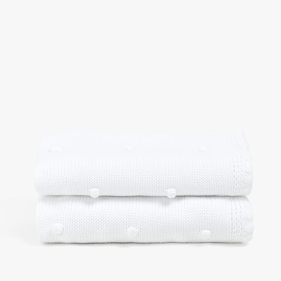 ECOLOGICALLY GROWN COTTON BLANKET WITH A RAISED DESIGN