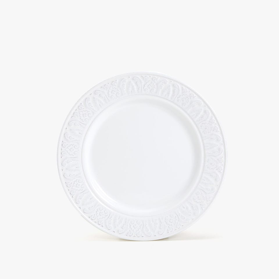 WHITE RAISED-DESIGN EARTHENWARE DESSERT PLATE