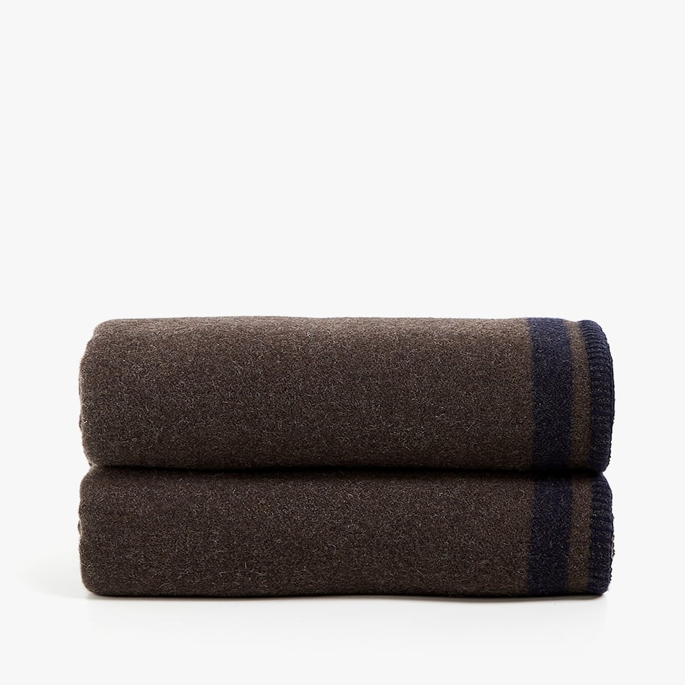 REVERSIBLE SEAMED EDGE BLANKET