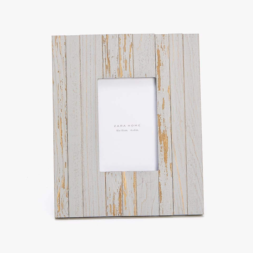 DISTRESSED GREY WOODEN FRAME