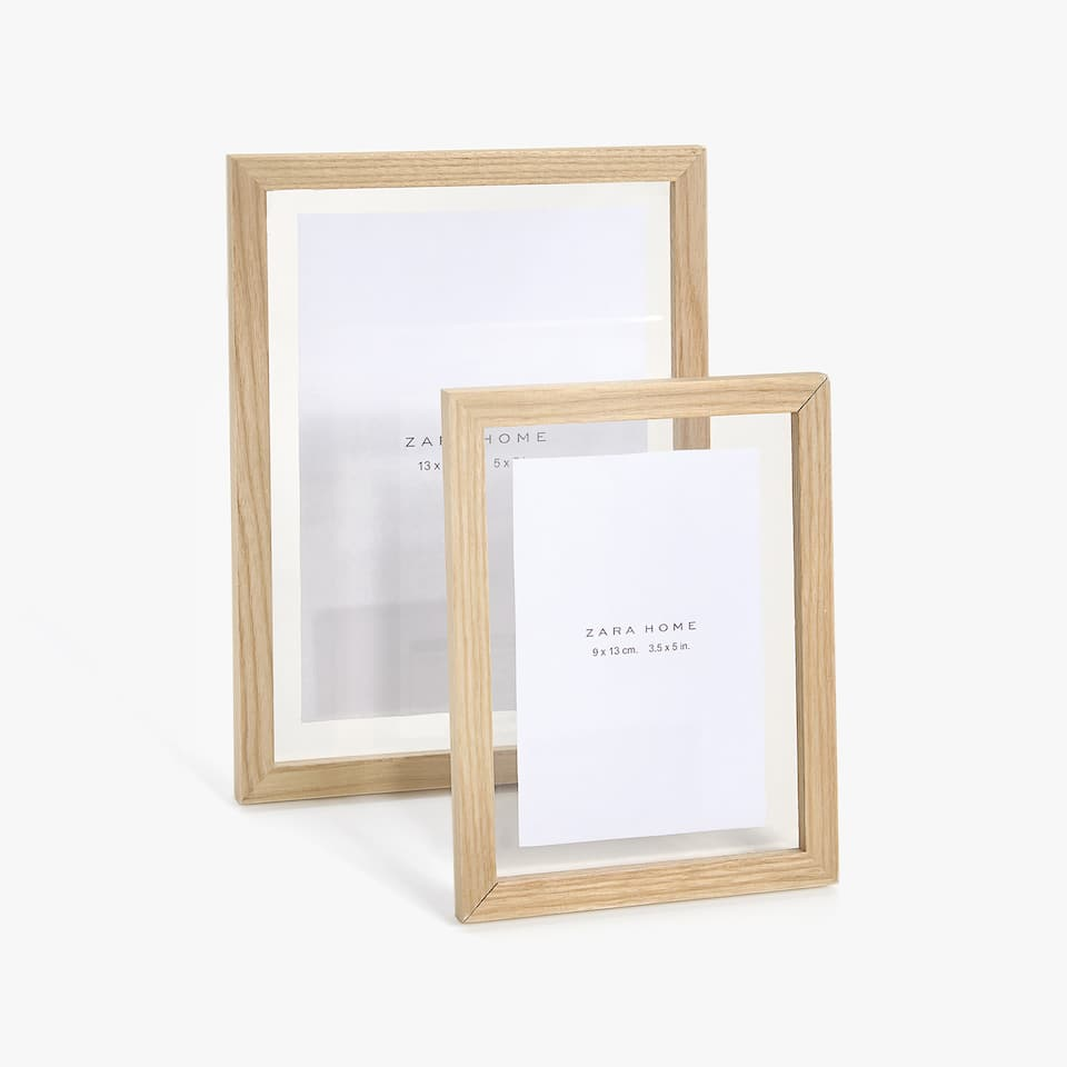 ACRYLIC FRAME WITH WOODEN EDGE