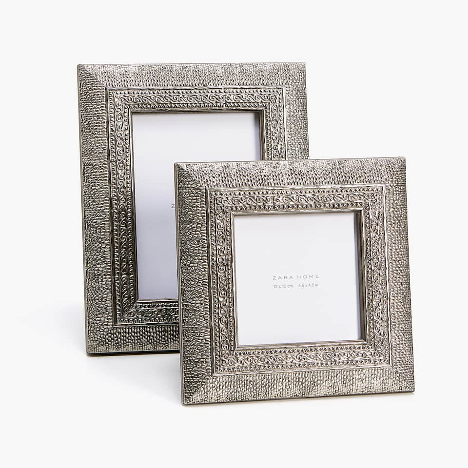 METAL-EFFECT WOODEN FRAME