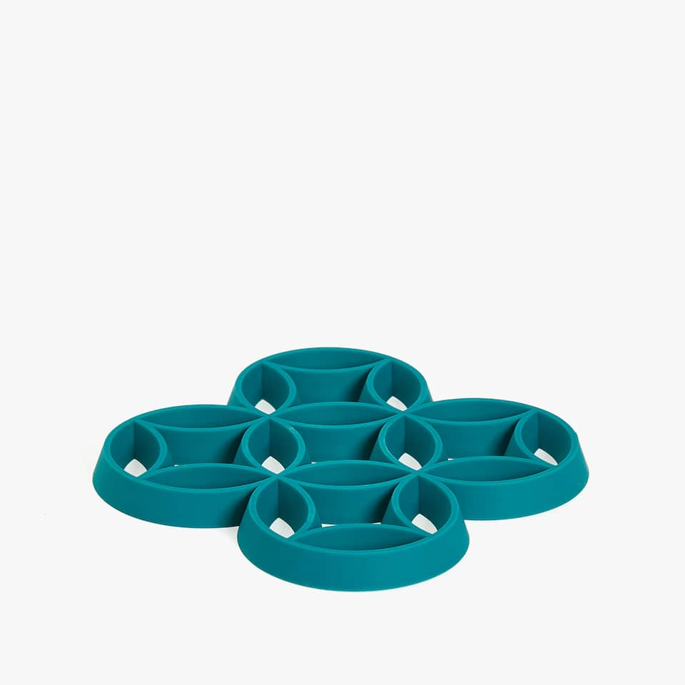 GEOMETRIC CUT-OUT TRIVET