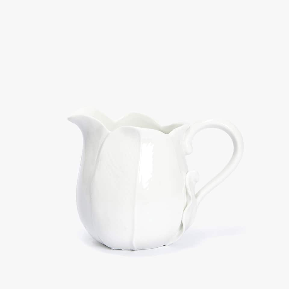 FLOWER-SHAPED GOLD-RIMMED PORCELAIN MILK JUG