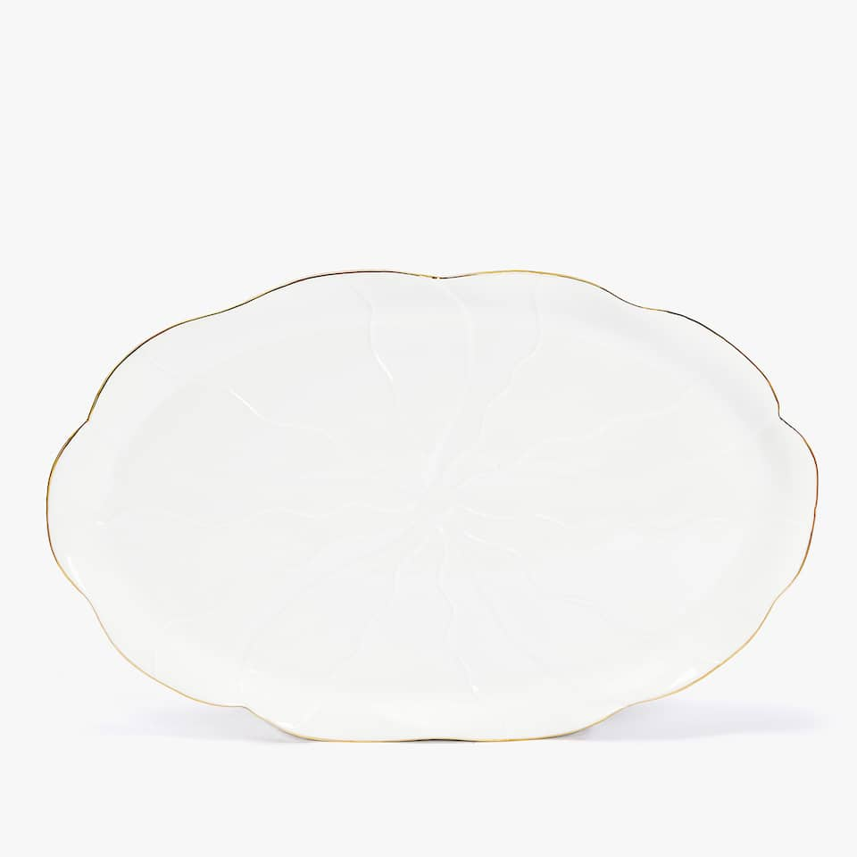 FLOWER-SHAPED GOLD-RIMMED PORCELAIN SERVING DISH