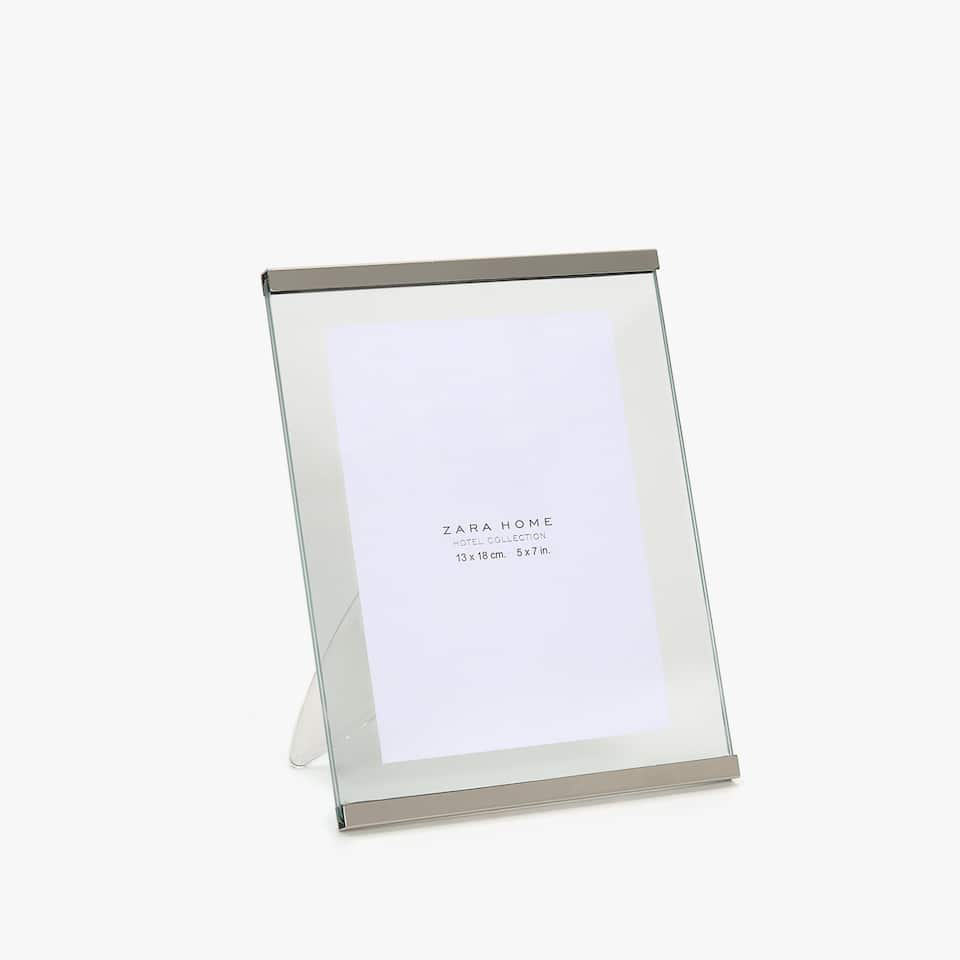 TRANSPARENT FRAME WITH METALLIC DETAIL