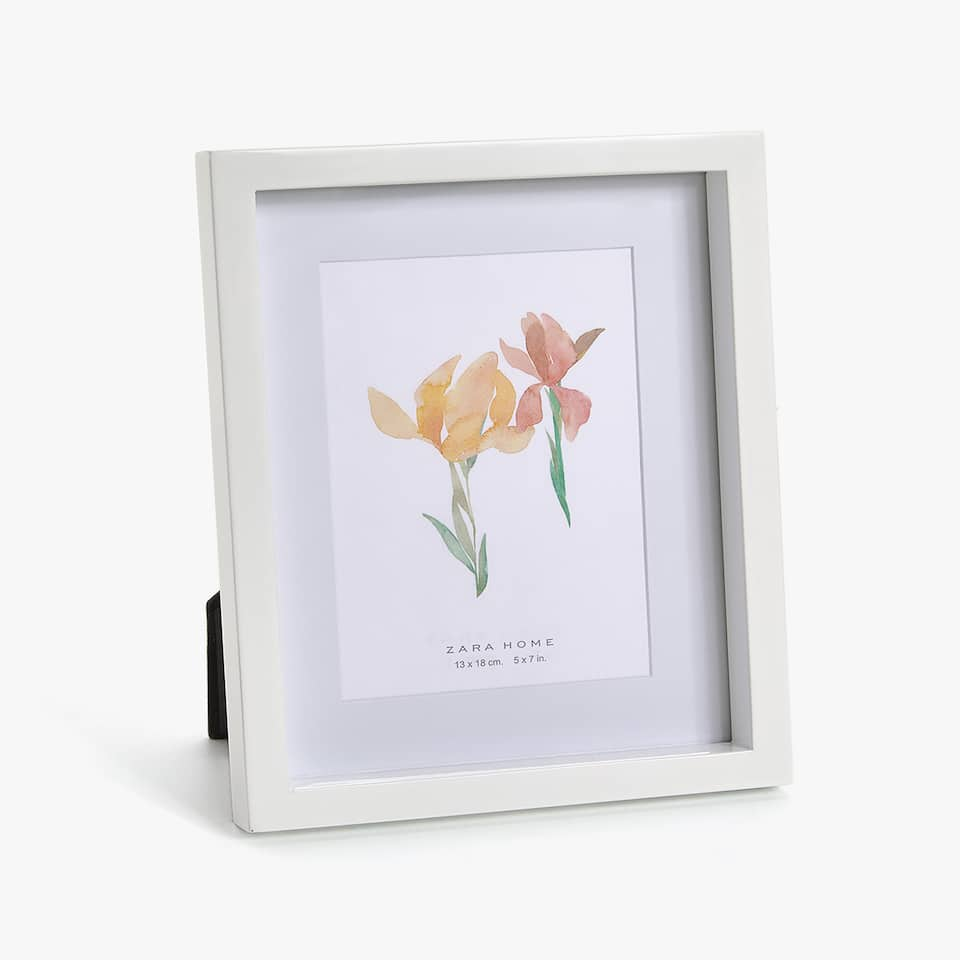 WHITE LACQUERED WOODEN FRAME