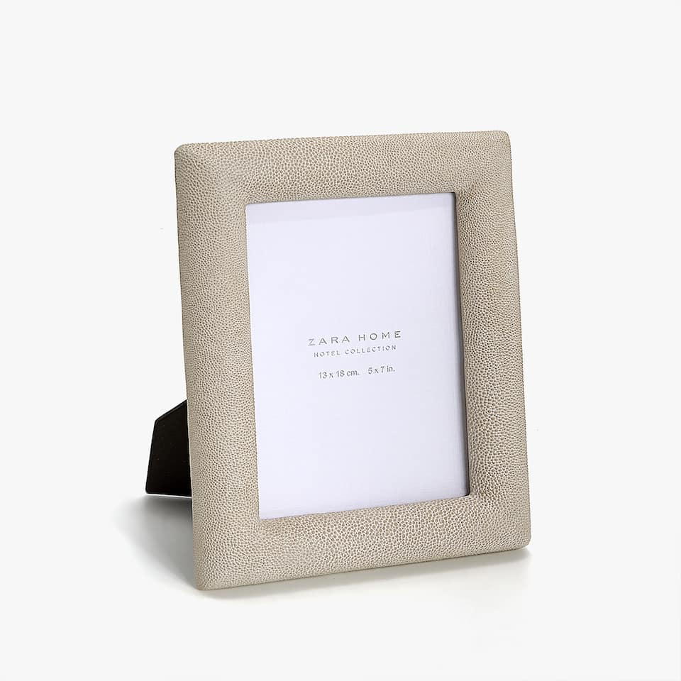 SHAGREEN-EFFECT FRAME