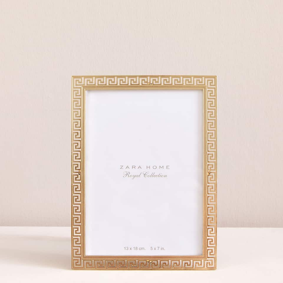 Geometric contour photo frame