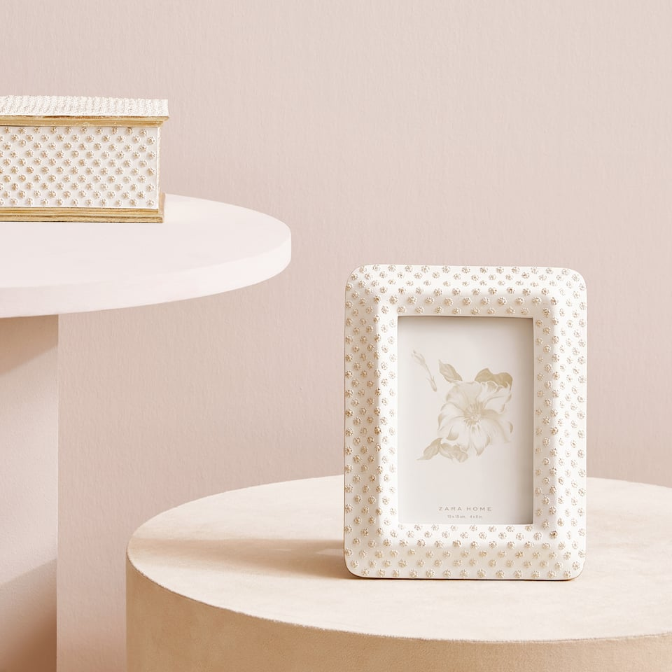 Dotted photo frame