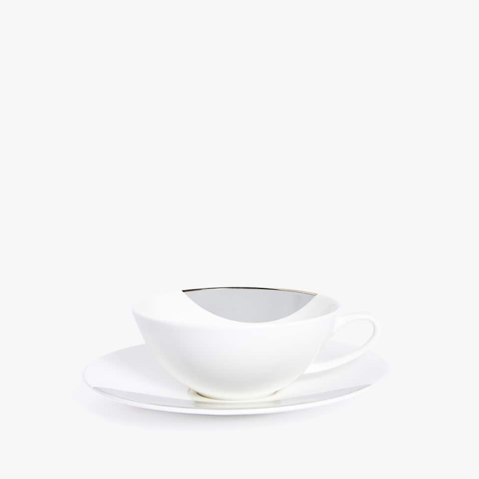 TWO-TONE PORCELAIN TEACUP AND SAUCER